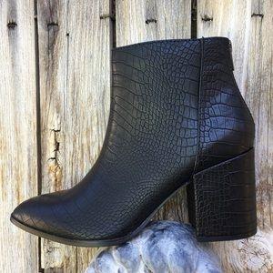 NWT Steve Madden Julianne Bootie Croc Black 7.5